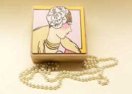Scatola in legno dipinto (bordo oro su coperchio)